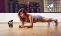 Με αυτό το σύντομο workout θα χάσετε εύκολα τα κιλά των γιορτών