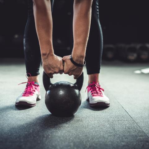 Γυμνάστε όλο το σώμα σας χρησιμοποιώντας kettlebell