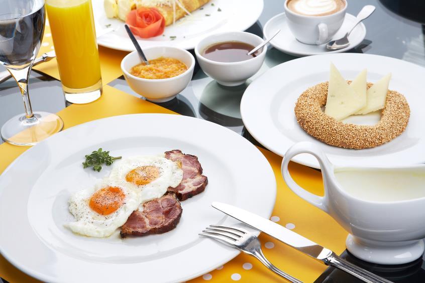 Συνδυασμός που σκοτώνει η παράλειψη πρωινού και το καθυστερημένο δείπνο