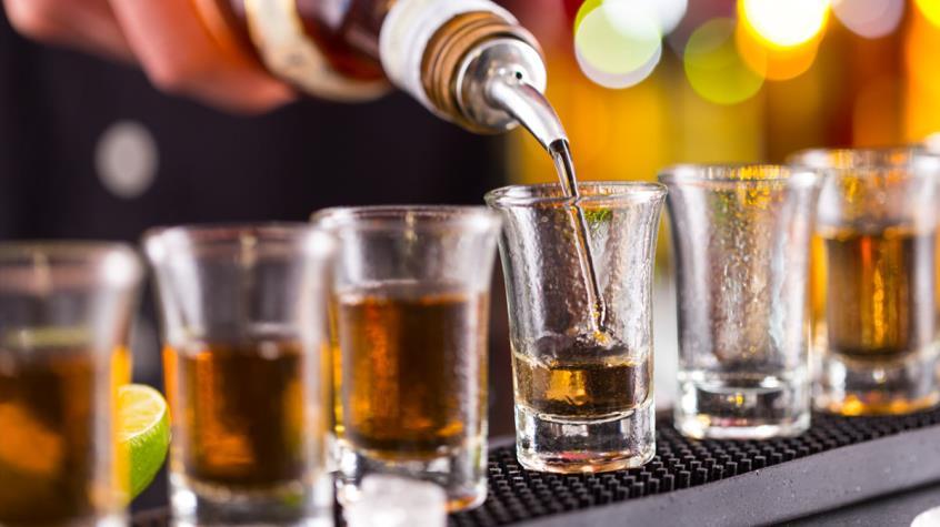 Πώς το αλκοόλ βλάπτει το δέρμα