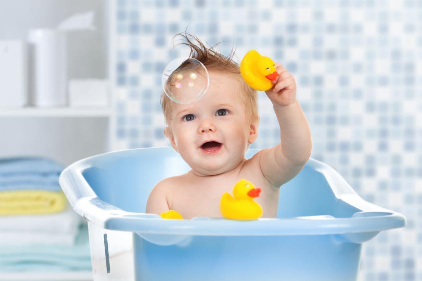 Πώς να κάνετε το μωρό να αγαπήσει το μπάνιο