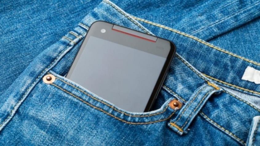 Άνδρες, ποτέ το κινητό στην μπροστινή τσέπη