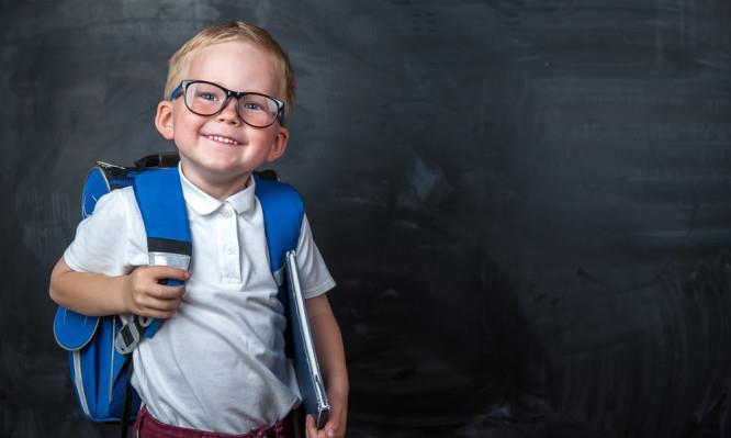 Τα παιδιά που ξεκινάνε σε μεγαλύτερη ηλικία το σχολείο, συνήθως τα πάνε καλύτερα